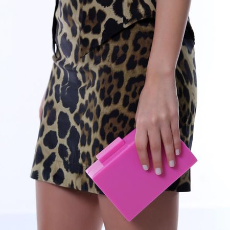 Clutch assimétrica rosa